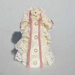 1:12 Model čipkovaných šiat do domčeka pre bábiky 12x6 cm