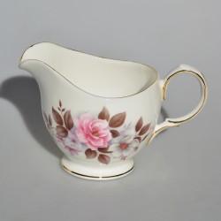 predane Porcelánová mliekovka Ružové kvietky ROYAL ALBERT 250 ml