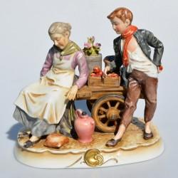 Porcelánová soška Krajčírka s figurínou 14,5 x 11 x 9,5 cm, pevne prilepené odlomené nožnice
