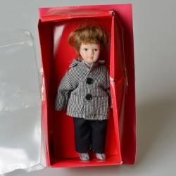 14 cm Porcelánová bábika v červených nohaviciach v pôvodnom balení
